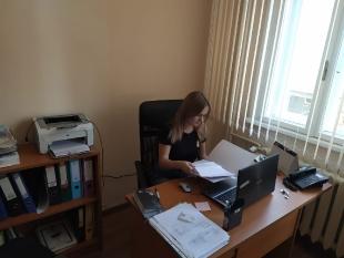 Agnieszka w trakcie przygotowywania oferty turystycznej dla klienta biura podróży Lale tour.