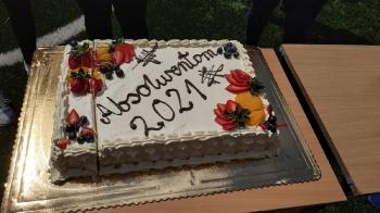 Na koniec pyszny tort dla absolwentów